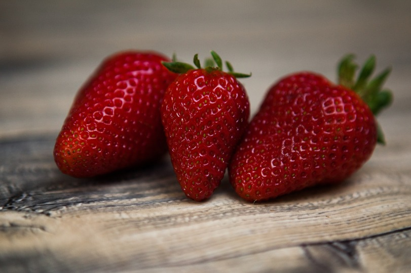 strawberries-1354784_1920