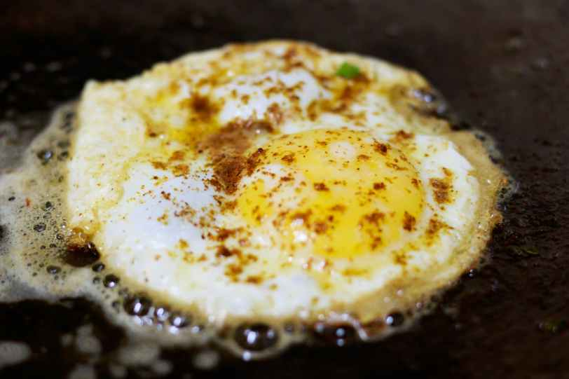 fried egg with seasonings